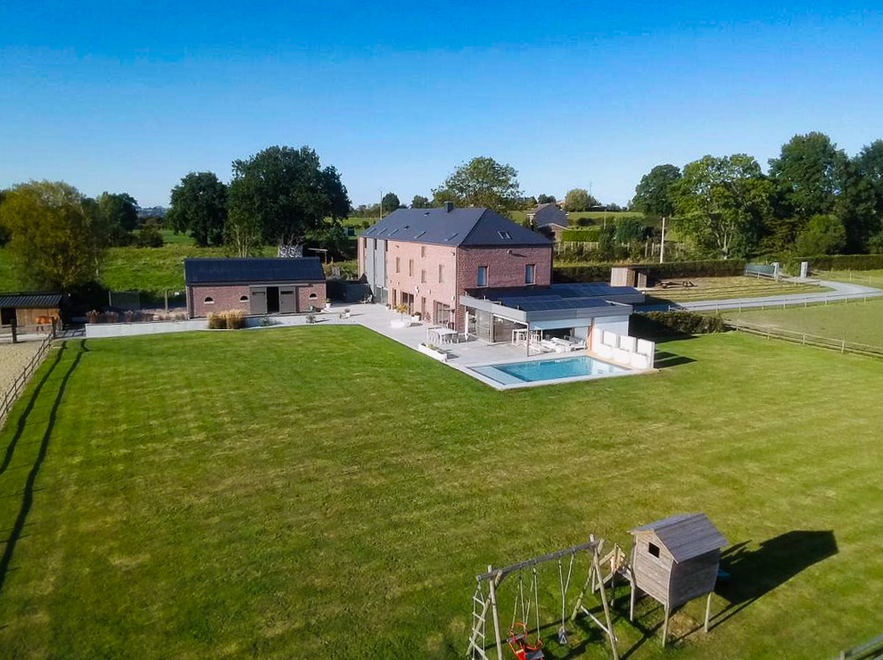 1.3. Renovation du bâtiment, construction d'une nouvelle écurie et d'une piscine extérieure