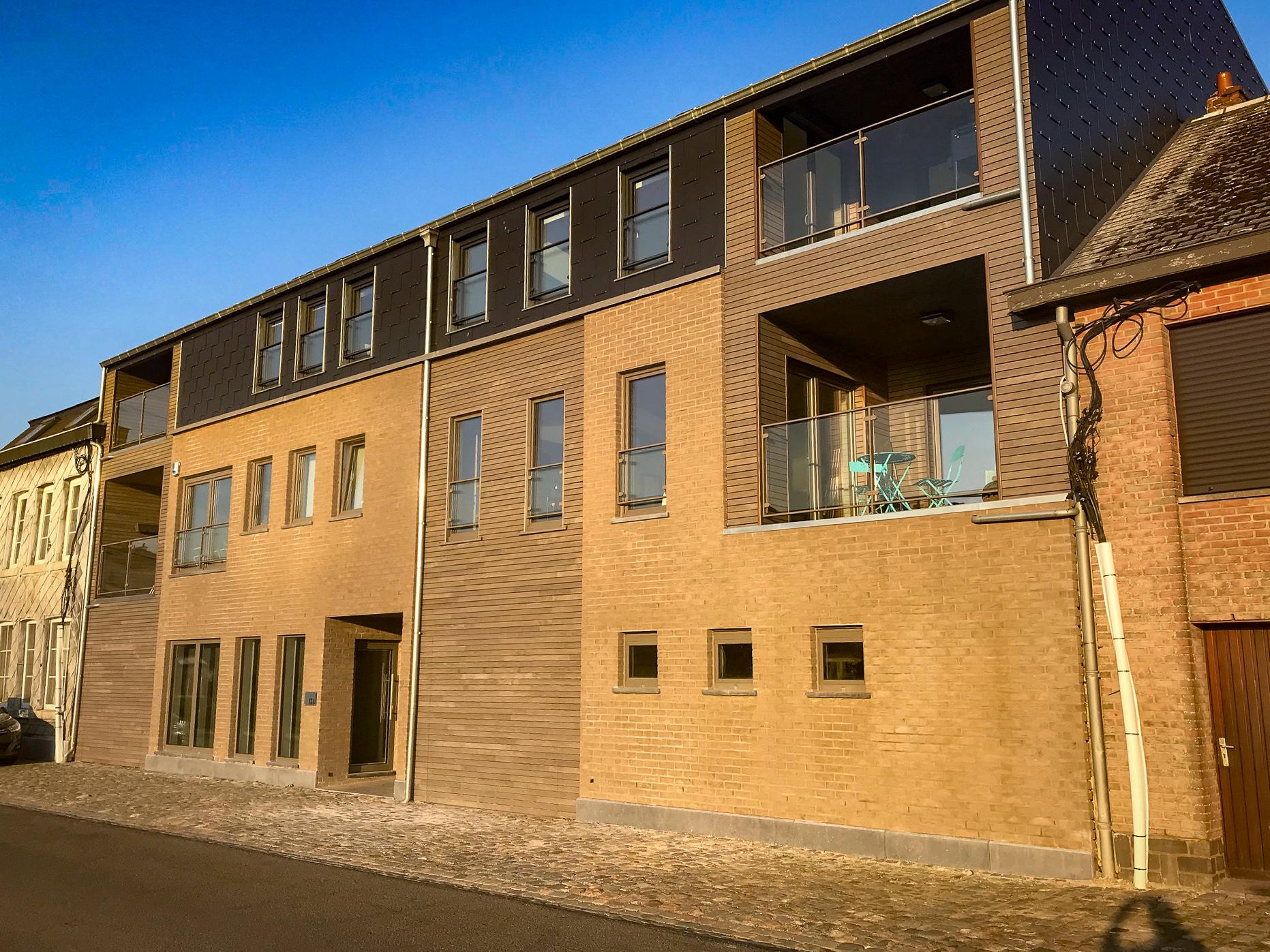 2. 4 appartement spacieux, garage avec place de parking et une surface commerciale au village de Clermont